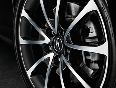 19-Inch Diamond-Cut Alloy Wheels