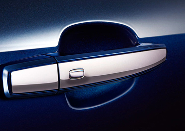 BODY-COLOR DOOR HANDLES WITH CHROME