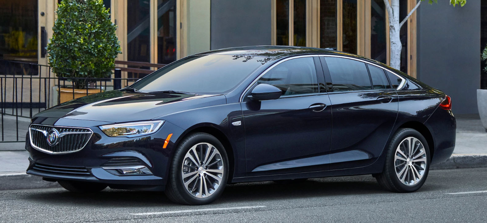 2020 Buick Regal Sportback Main Img