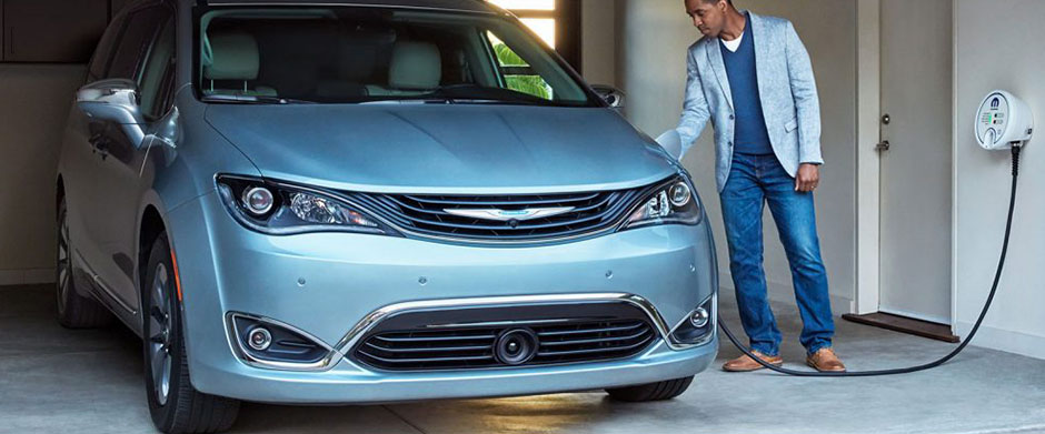 2017 Chrysler Pacifica Hybrid Main Img