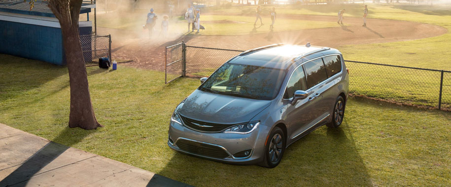 2018 Chrysler Pacifica Hybrid Main Img