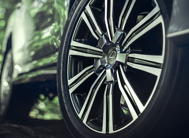 21-Inch Split-10-Spoke Alloy Wheels*