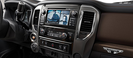 2018 Nissan Titan power outlets