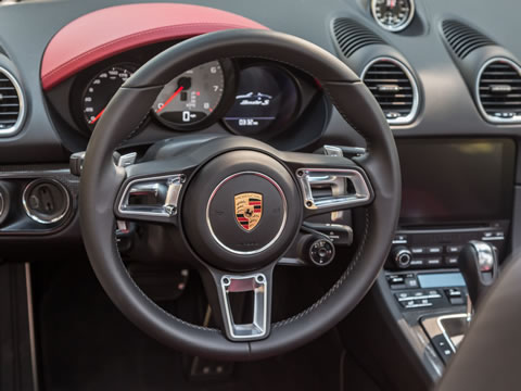 Ten percent more direct: steering adopted from 911 Turbo improves handling