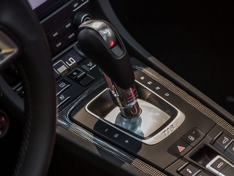Six-speed manual transmission as standard, optional seven-speed PDK