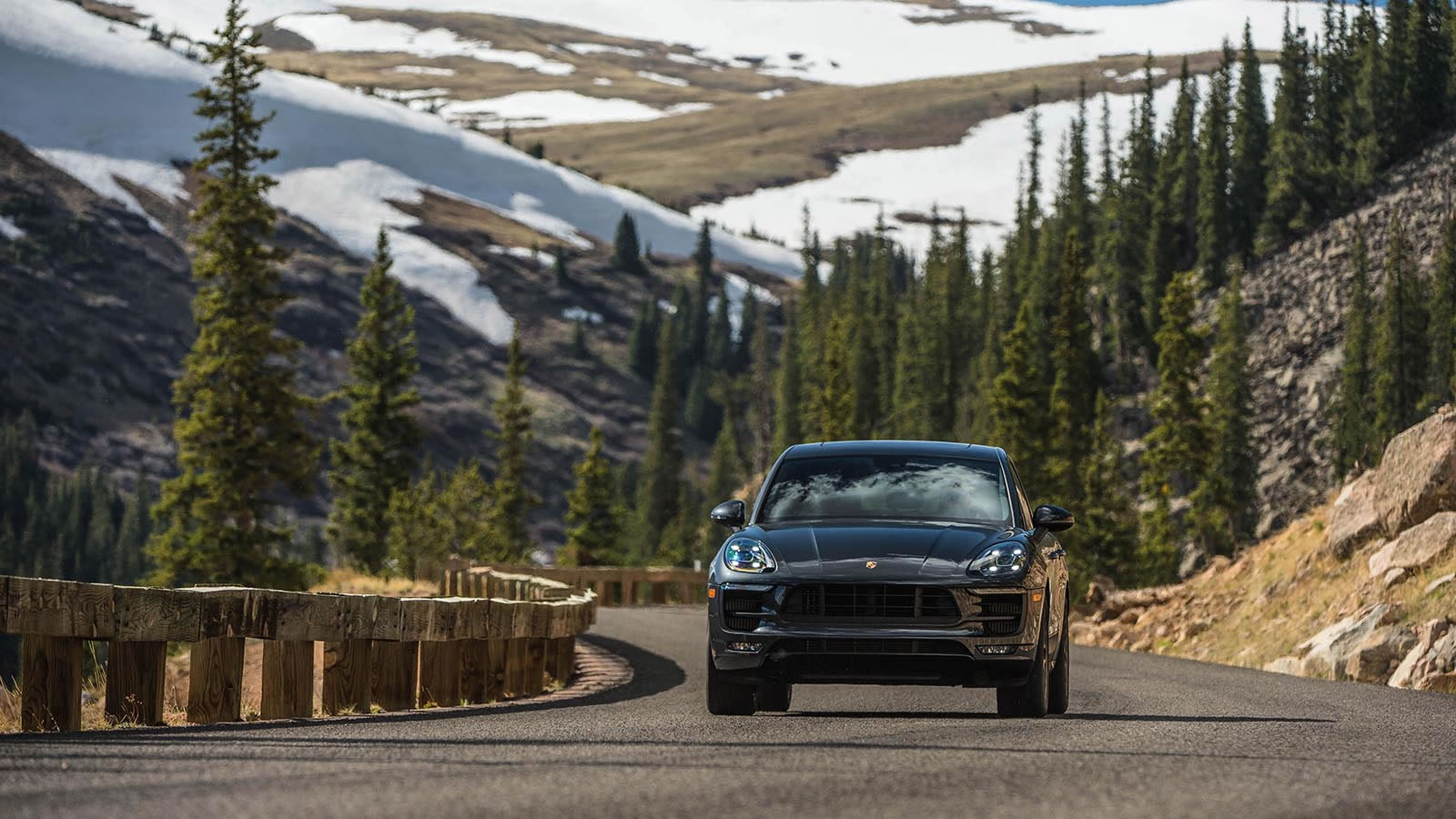 2017 Porsche Macan Safety Main Img