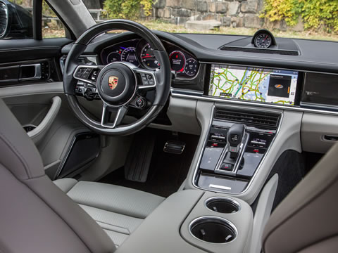 Intuitive interface with full functionality in the Porsche Advanced Cockpit