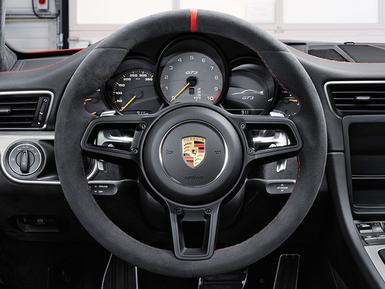 Sports steering wheel with gearshift paddles