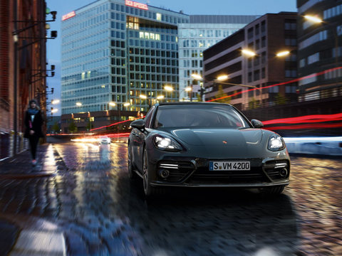 2018 Porsche Panamera Turbo safety