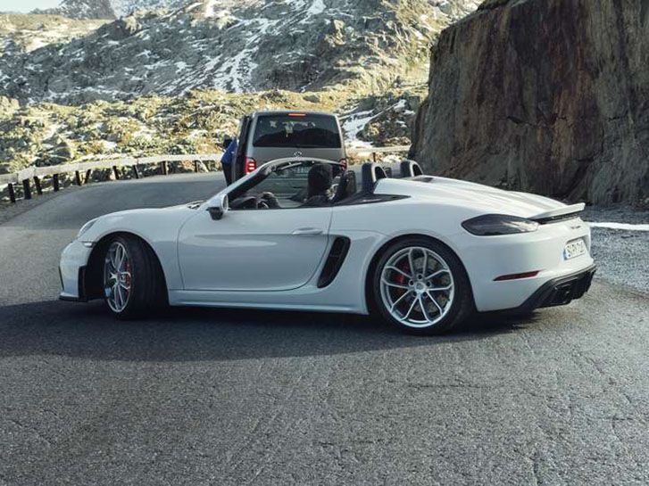 2021 Porsche 718 Spyder safety