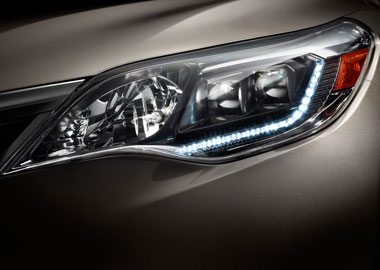 2015 Toyota Avalon Hybrid headlights