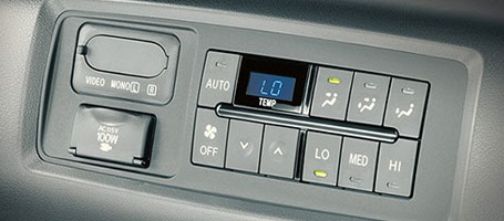 2015 Toyota Sequoia climate control