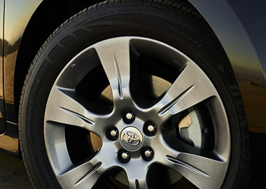 2015 Toyota Sienna alloy wheels