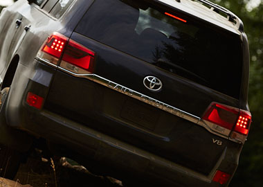 2016 Toyota Land Cruiser LED taillights