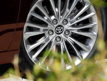 18-in. Alloy Wheels