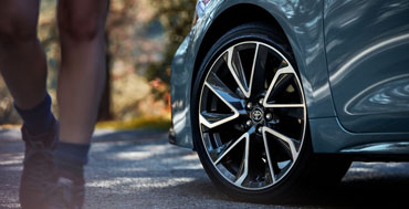 Available 18-in. machined alloy wheels